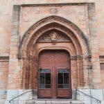 Acceso a la concatedral de Santa María (foto Pep Pelechà).