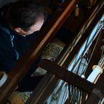 Artesano en el telar (foto Museo de la Seda en Moncada).