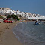El castillo templario del papa Luna y casco antiguo desde la playa Sur (foto Adela Talavera).
