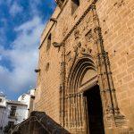 Fachada lateral de la Iglesia de Sant Bartolomeu (foto Miguel Lorenzo).