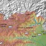 """La Tinença de Benifassà, en el límite con Catalunya y Aragón, abarca un sector de tierras altas (por encima de los 1100 m) y una depresión o cuenca intramontana rodeada por """"altos montes calizos, cubiertos de nieve en el invierno, los quales se introducen en el interior de ella, alternando con profundos barrancos, y dexan […]"""