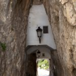 Entre les serres d'Aitana, la Serrella i la Xortà es troba un petit poble d'uns 200 habitants, declarat Bé d'Interès Cultural, que s'ha convertit en lloc de visita obligada per milers de turistes i viatgers. Es tracta d'un poble-castell d'origen musulmà construït sobre una escarpada roca, a 586 metres d'altitud sobre el nivell del mar […]